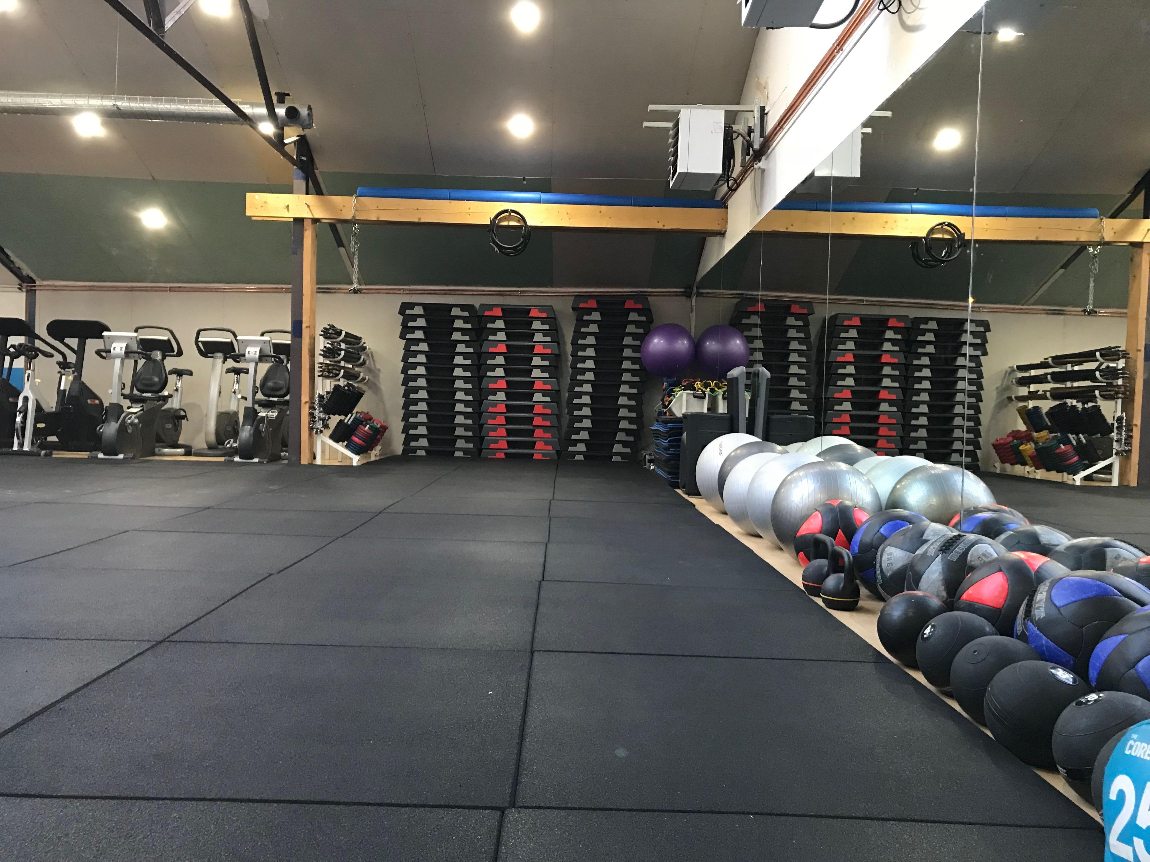 Salle de cross, musculation, cardio et fitnes