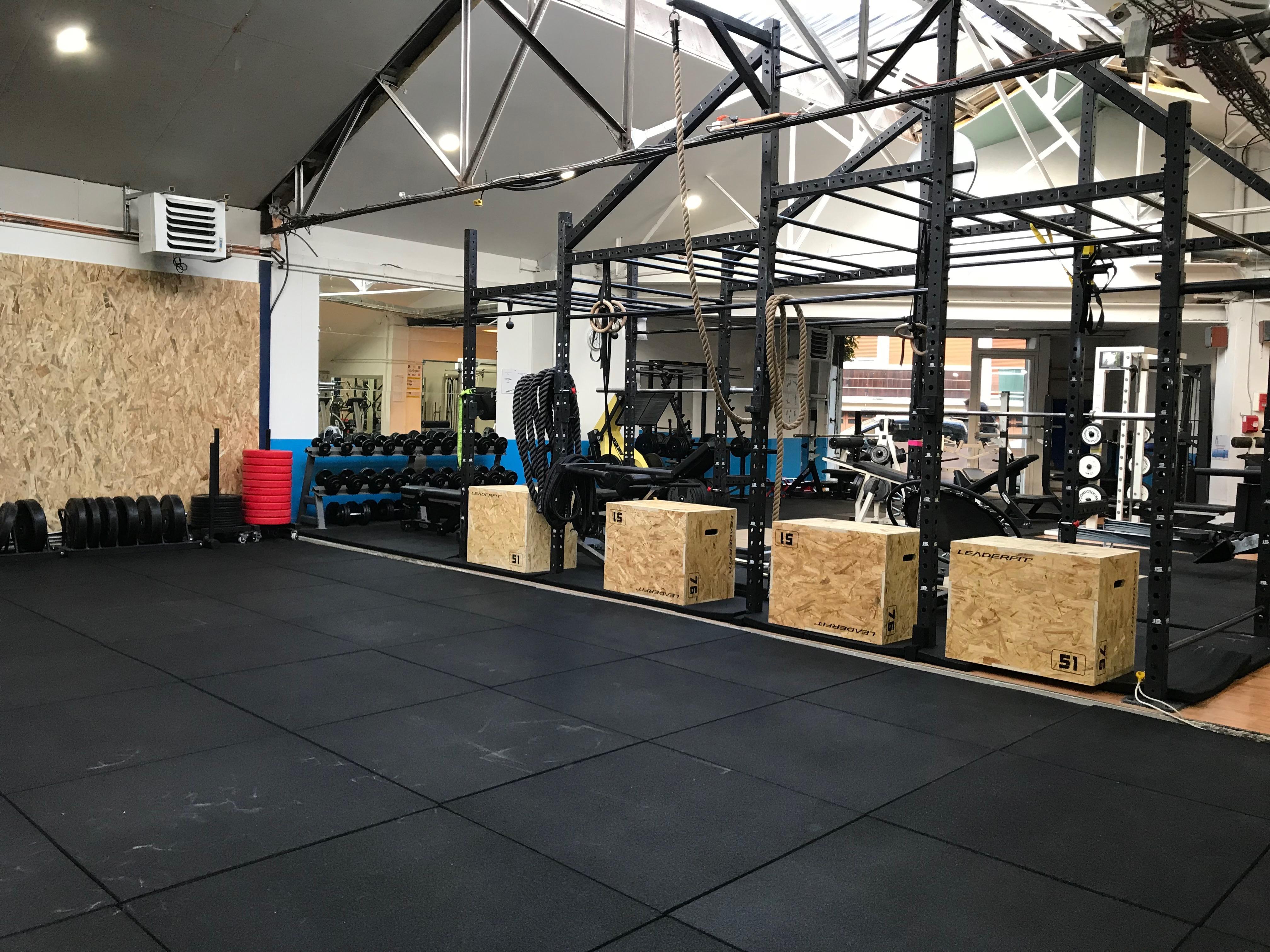 Salle de cross, musculation, cardio et fitness